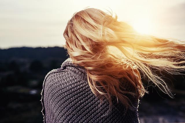 Jak zmyć farbę do włosów ze skóry? Jakie sposoby są skuteczne?